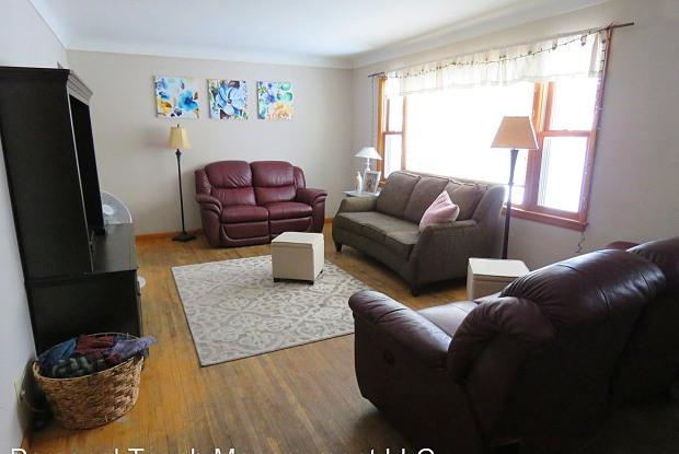 1503 15th St S - 1503 15th Street South, Moorhead, MN 56560