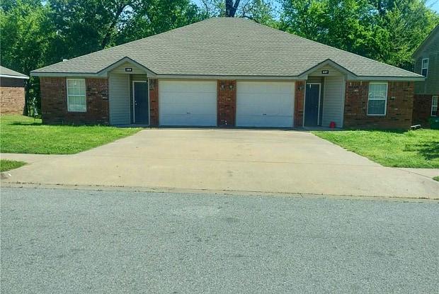 322 Graystone CIR - 322 Graystone Circle, Centerton, AR 72719