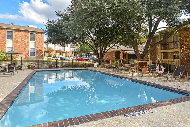 Riverstone Apartments - 8711 Cinnamon Creek Dr, San Antonio, TX 78240
