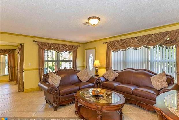 160 SE 12TH ST - 160 Southeast 12th Street, Pompano Beach, FL 33060