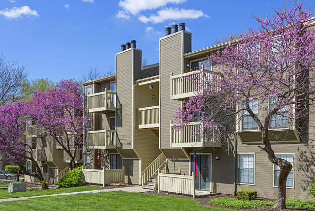 The Retreat at Woodridge Apartments - 13245 W 87th Ter, Lenexa, KS 66215