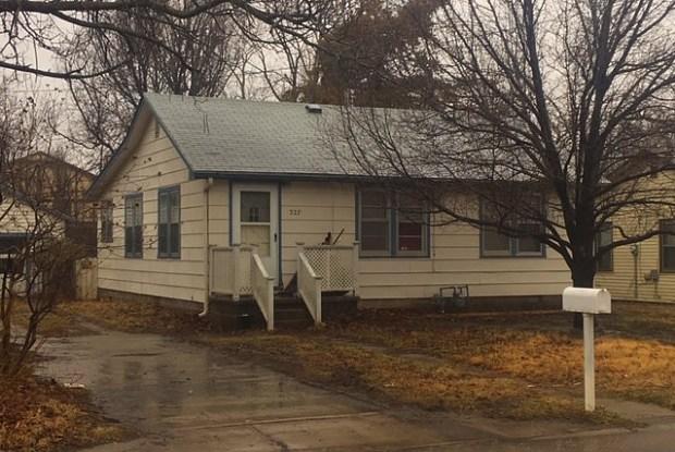 327 N Knight St - 327 North Knight Street, Wichita, KS 67203