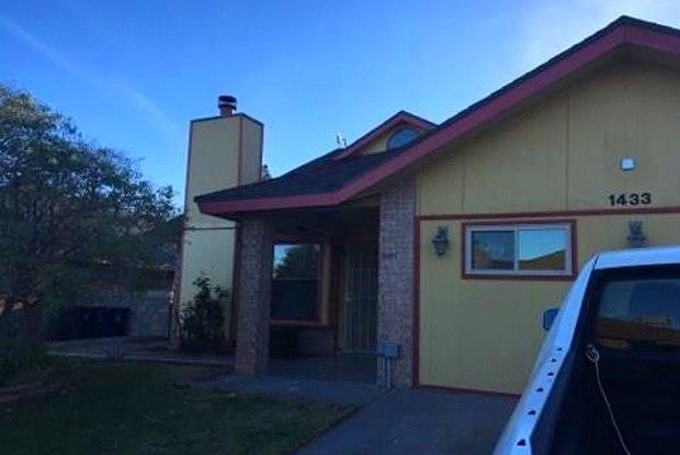 1433 Sierra De Oro Drive - 1433 Sierra De Oro Drive, El Paso, TX 79936