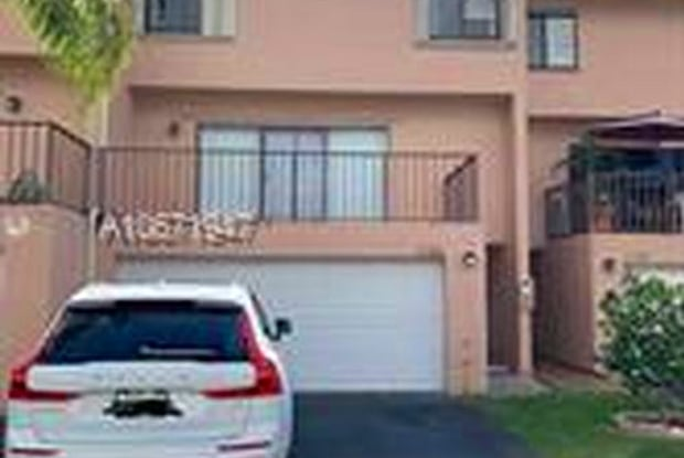 8705 Southwest 154th Circle Place - 8705 Southwest 154th Circle Place, Kendall West, FL 33193