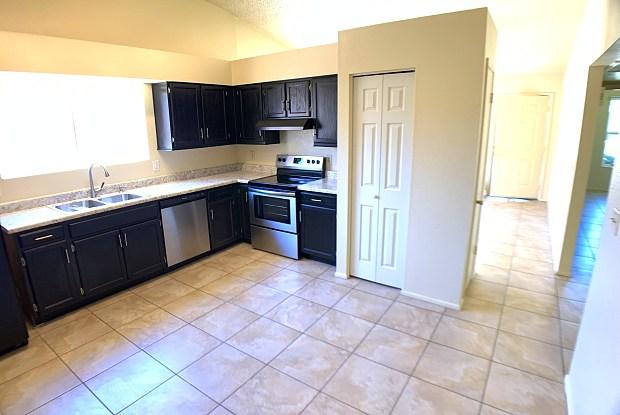 5135 E EVERGREEN Street - 5135 East Evergreen Street, Mesa, AZ 85205