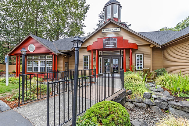 Chandlers Bay - 1020 Central Ave N, Kent, WA 98032