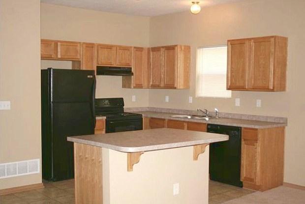 Townhomes at Holly Ridge - 8826 Santa Fe Drive, Overland Park, KS 66212