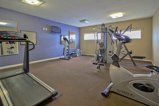 Solaire Apartments - 1500 Karen Ave, Winchester, NV 89169