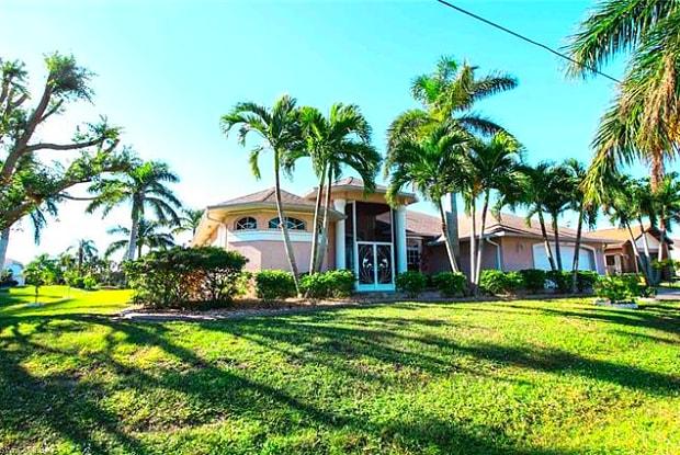 928 SE 33rd ST - 928 Southeast 33rd Street, Cape Coral, FL 33904