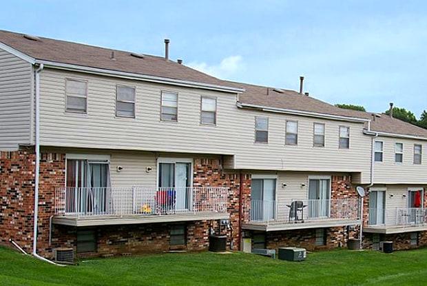 Terrace Garden Townhomes - 10100 Grand Plz, Omaha, NE 68134