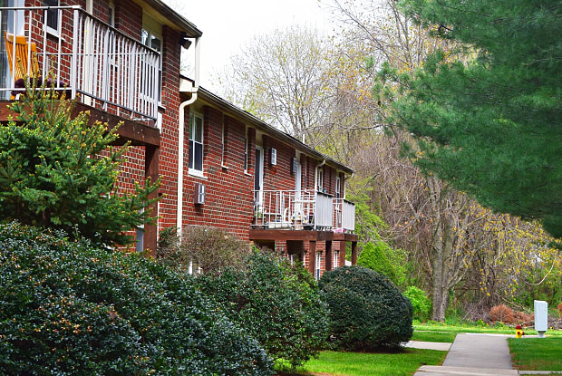 Pine Hill Apartments - 367 Fletchwood Rd, Elkton, MD 21921