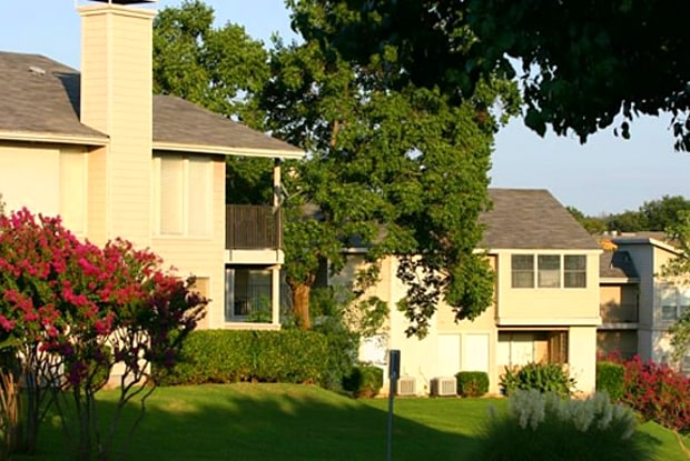 Westdale Hills - Pinehurst - 1100 Sotogrande Blvd, Euless, TX 76040