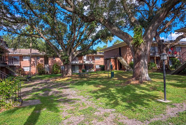 Manor House - 400 Beacon Rd, Lakeland, FL 33803