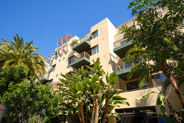 Living at Santa Monica - 1519 6th St, Santa Monica, CA 90401