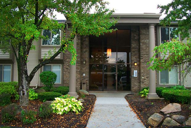 Summit Apartments - 29925 Summit Drive, Farmington Hills, MI 48334