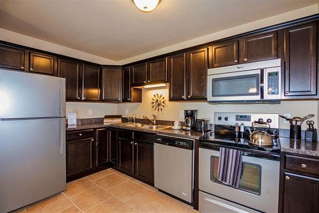 Woodsage Apartments - 9012 N Scrimshaw Dr, Peoria, IL 61615