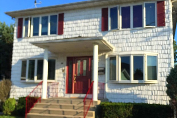 16 Cornelia St - 16 Conklin Street, Farmingdale, NY 11735