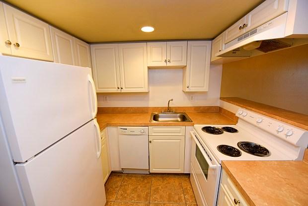 Green Oaks Apartments - 6815 Interbay Blvd, Tampa, FL 33616