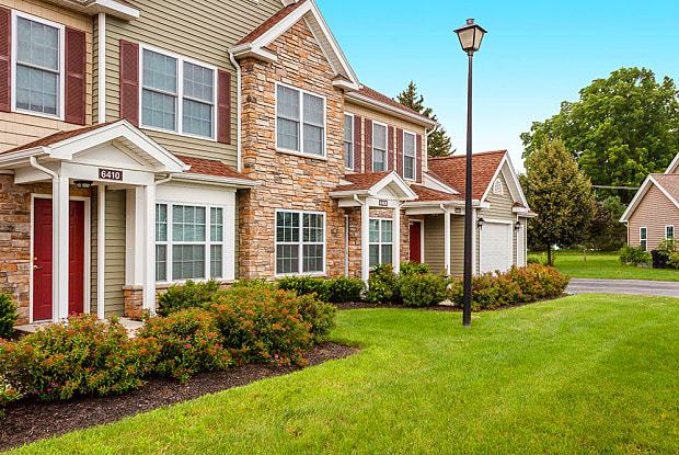 Villas of Victor/Regency Townhomes - 2000 W Pebbleview Dr, Victor, NY 14564