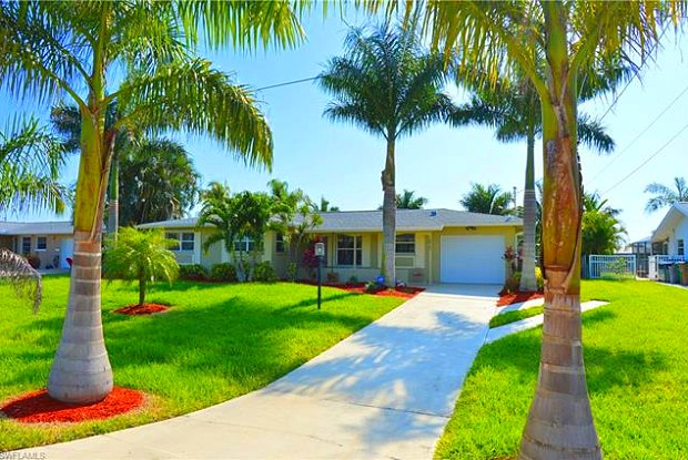 2827 SE 18th AVE - 2827 Southeast 18th Avenue, Cape Coral, FL 33904