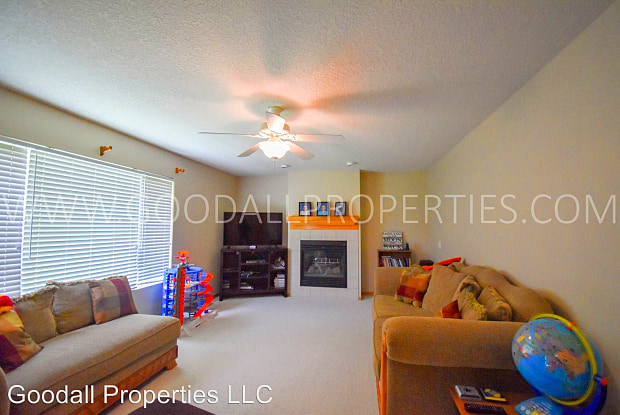 4616 Meadow Valley Drive - 4616 Meadow Valley Drive, West Des Moines, IA 50265
