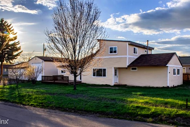 724 11th Avenue West - 724 11th Avenue West, Kalispell, MT 59901