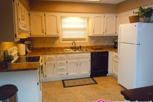 9708 W 49th Plaza - 9708 West 49th Place, Merriam, KS 66203