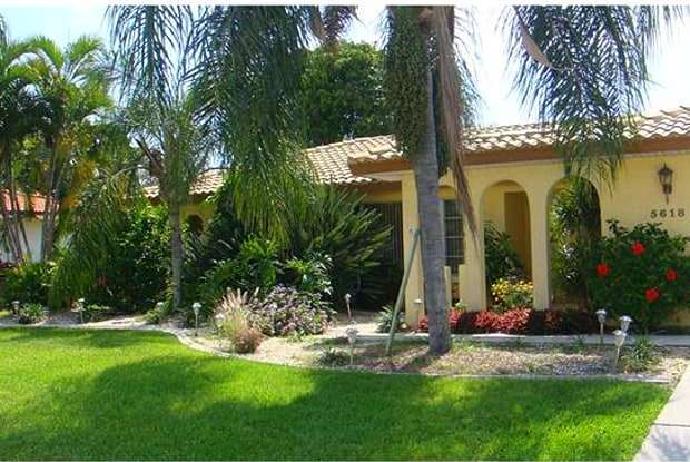 5618 Driftwood PKY - 5618 Driftwood Parkway, Cape Coral, FL 33904