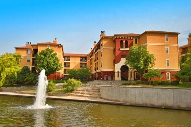 Fountain View On The Plaza - 4800 Oak St, Kansas City, MO 64112