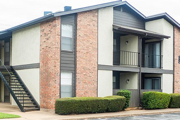 Chelsea Creek Apartments - 4920 Thistle Dr, Tyler, TX 75703