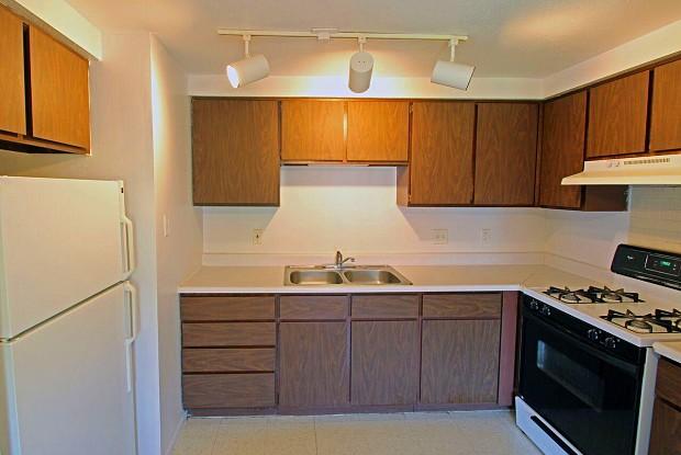 Carriage House - 1200 Burr Oak Ct, Elkhart, IN 46517
