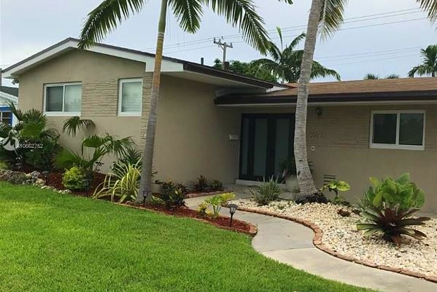 9389 Dominican Dr - 9389 Dominican Drive, Cutler Bay, FL 33189