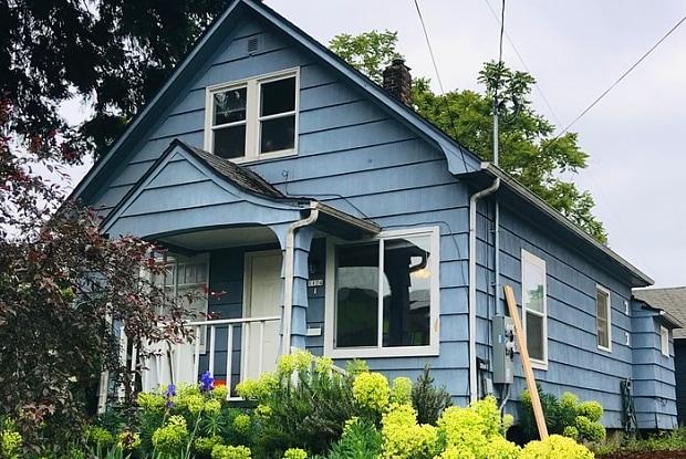 1124 Northeast Roselawn Street - 1124 Northeast Roselawn Street, Portland, OR 97211