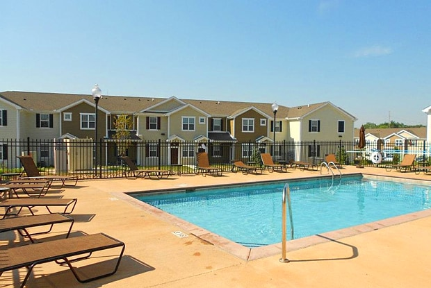 Springs at Bettendorf - 3939 53rd Ave, Bettendorf, IA 52722