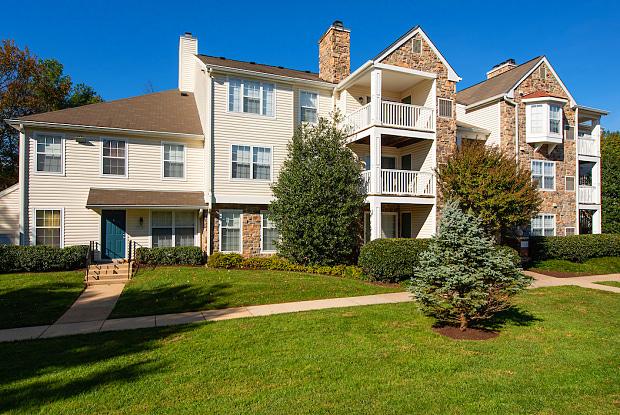 Saratoga Square - 7816 Rolling View Ln, Newington, VA 22153