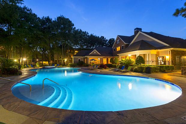 Lodge at Kingwood - 938 Kingwood Dr, Houston, TX 77339