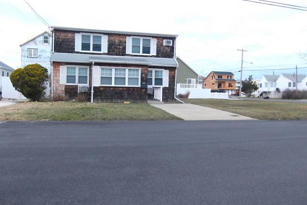 304 Eisenhower Avenue - 304 Eisenhower Ave, Dover Beaches South, NJ 08751