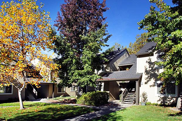 Oak Creek - 174 S Boas Dr, Santa Rosa, CA 95409