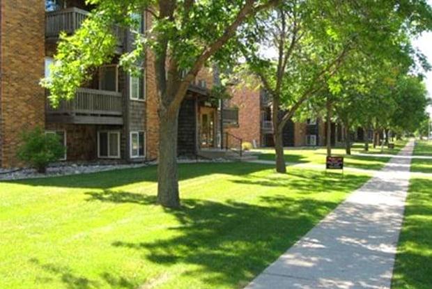 Prairiewood Estates & South Meadows - 3318 16th Ave S, Fargo, ND 58103