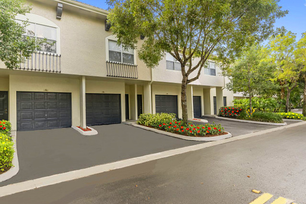 St. Tropez Apartments - 8000 Cleary Blvd, Plantation, FL 33324