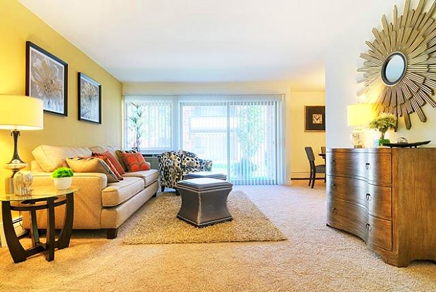 Fieldpointe Of Schaumburg Apartments For Rent