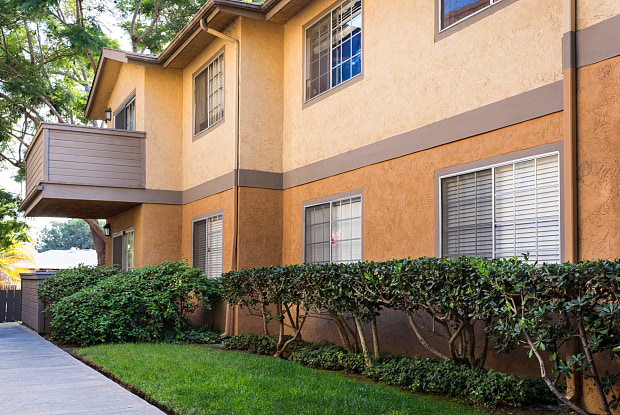 Elán Village Court Apartment Homes - 452 F Street, Chula Vista, CA 91910