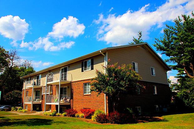 Salem Wood - 100 Kimball Ave, Salem, VA 24153