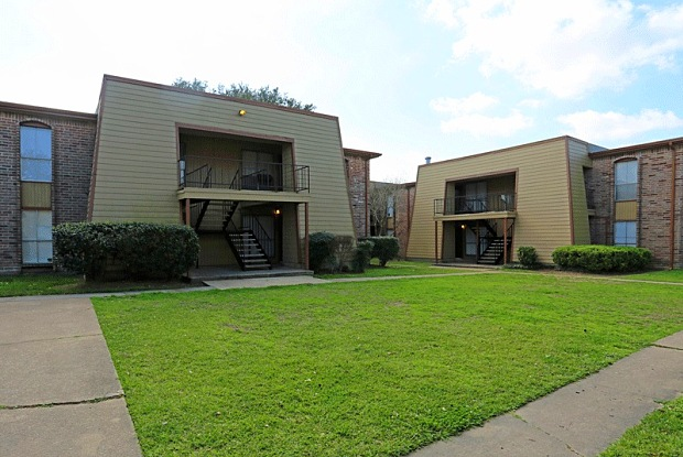 Arlington Place Apartments - 116 E Edgebrook Dr, Houston, TX 77034