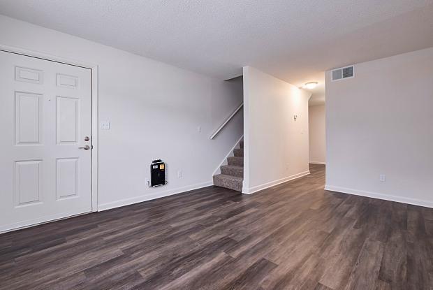 Pine Grove - 424 Oak Manor Dr SW, Cullman, AL 35055