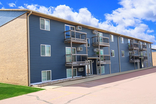 Cleveland Heights - 2708 E 8th St, Sioux Falls, SD 57103