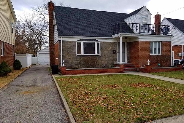 115 Norman St - 115 Norman Street, Herricks, NY 11040