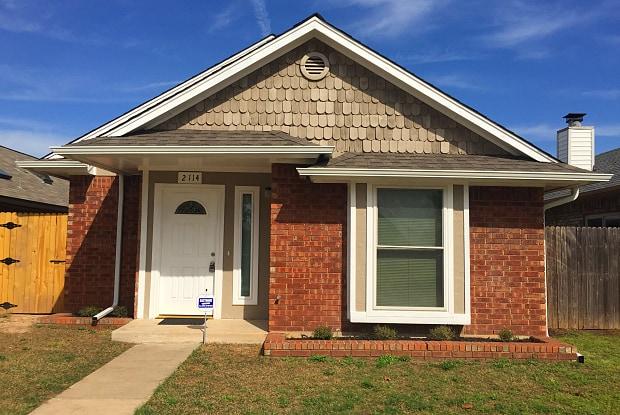 2114 S Robinson Ave - 2114 S Robinson Ave, Moore, OK 73170