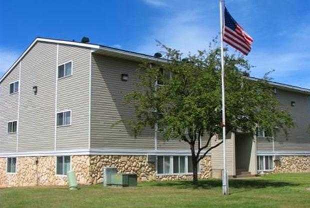 Sahlman West - 1741 Sahlman Ave, Cloquet, MN 55720