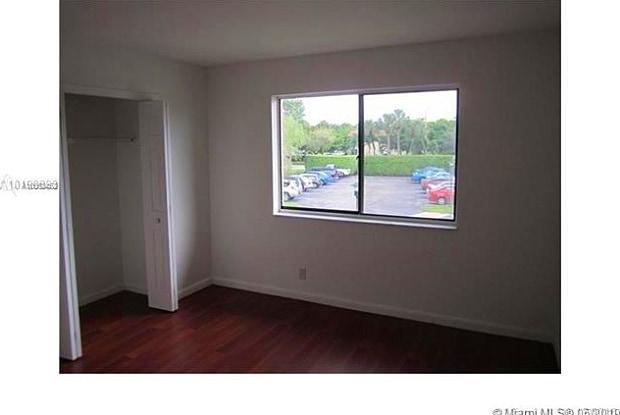 326 Lakeview Dr - 326 Lakeview Drive, Weston, FL 33326
